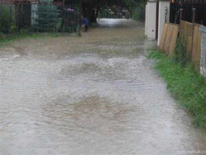 Návrh: Při schvalování napojení nové Západní ulice ve Škrovádě připravit opatření proti záplavám