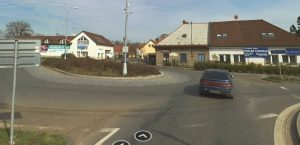 Téma: Šišák – kruhový objezd na I/37