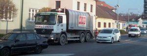 Návrh: Vyjednat vývoz popelnic na hlavních silnicích mimo dopravní špičku