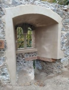 Rabštejn - okno na západní stěně po oprave - pohled zevnitř