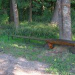 nové lavičky v Olšině u houpačky ve Slatiňanech