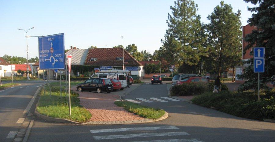 Slatiňany - parkoviště u šišáče u géčka