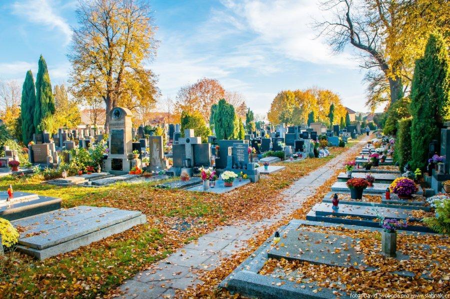 městský slatiňanský hřbitov na podzim
