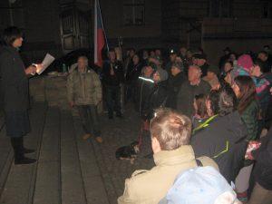 V Chrudimi se na demonstraci sešlo necelých 100 lidí za Milionchvilek
