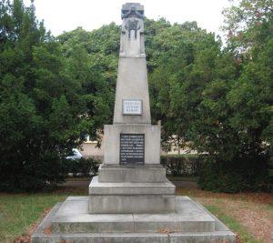 Téma: Pomník obětem 1. světové války v parku před školou