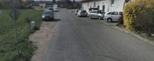 Návrh: V souvislosti s chodníkem ve Švermově by mohlo vzniknout aspoň 10 parkovacích míst u Bonetu