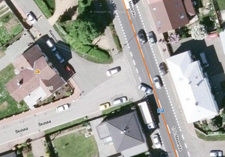 letecký snímek křižovatky Školská-TGM z mapy.cz
