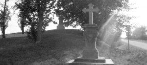 Téma: Dva pískovcové kříže na odbočce k seníku