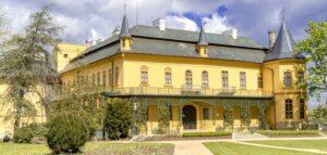 Ne 13. a 20.9.2020 Hraná prohlídka zámku Slatiňany
