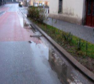 Návrh: Přimět majitele a provozovatele kanalizace anebo komunikace I/37 k doplnění a pravidelnému čištění kalových košů