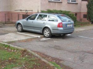 Téma: Parkování u bytových domů