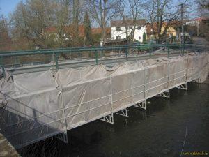 Probíhá oprava škrovádského mostu