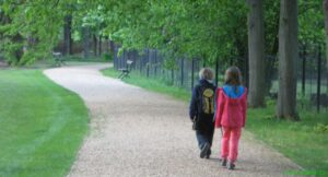 Veřejná část parku už je přístupná, zámecká zahrada za plotem bude zpřístupněna se zámkem koncem května.